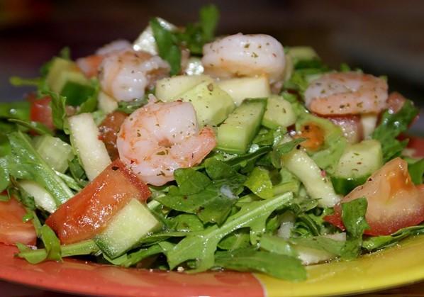 салат с рыбой и морепродуктами
