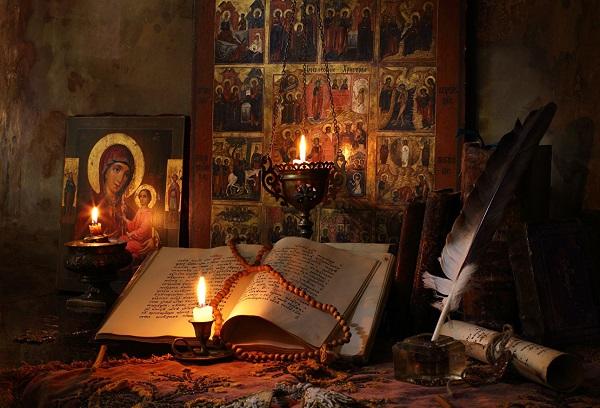 Иконы и свечи